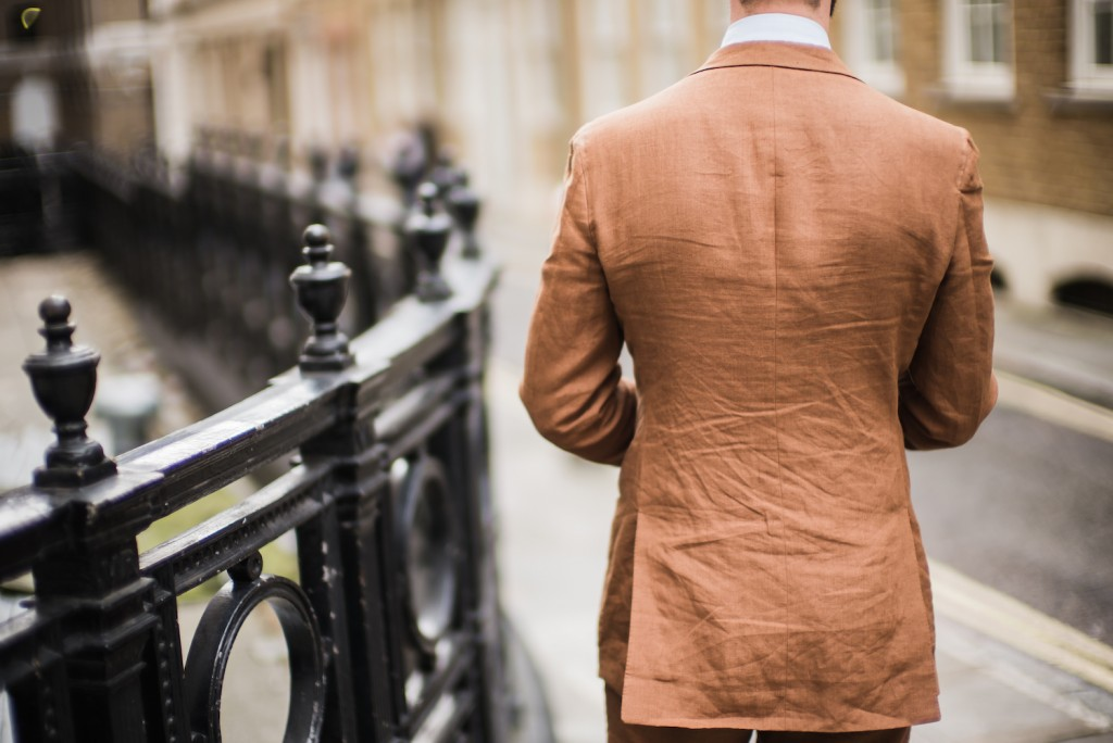 Langa-bespoke-suit-linen-back